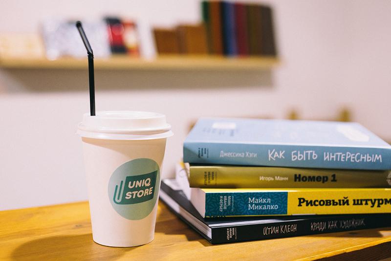 кофе в магазине книг