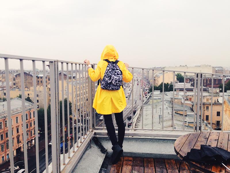 желтый дождевик