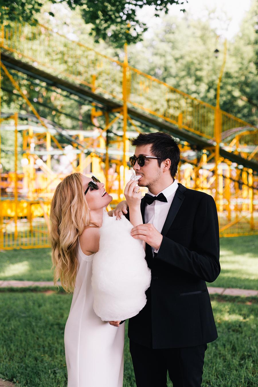 свадьба в парке аттракционов